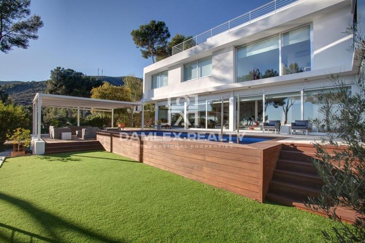 Maison / Villa avec 4 chambres, terrain 1400m2, a vendre á Castelldefels , Côte sud de Barcelone