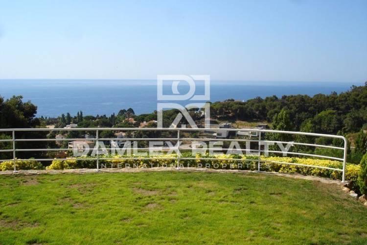 Maison / Villa avec 4 chambres, terrain 800m2, a vendre á Blanes, Costa Brava