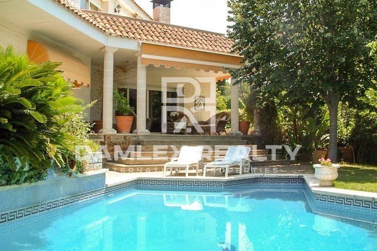 Maison / Villa avec 8 chambres, terrain 1100m2, a vendre á Cabrils, Côte Nord de Barcelone