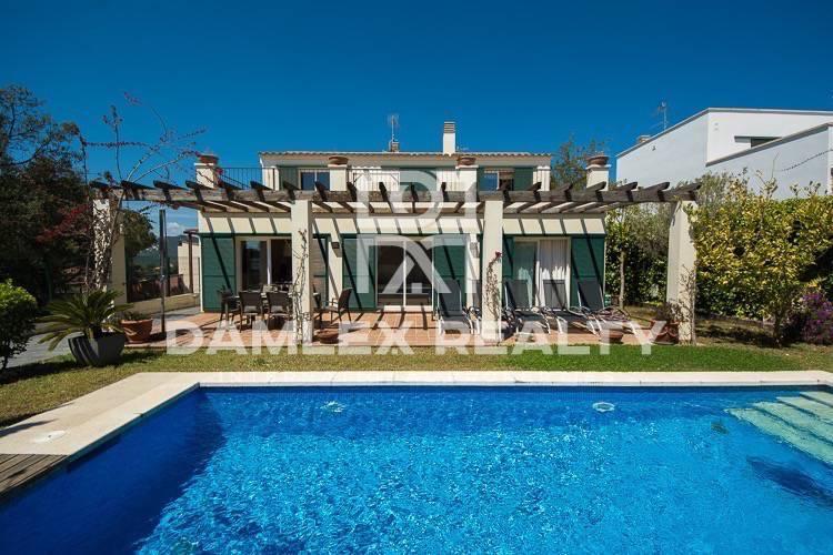 Maison / Villa avec 4 chambres, terrain 430m2, a vendre á Sant Feliu de Guixols, Costa Brava