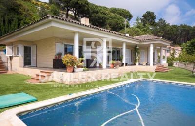 Maison / Villa avec 5 chambres, terrain 1050m2, a vendre á Cabrils, Côte Nord de Barcelone