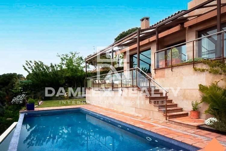Maison / Villa avec 4 chambres, terrain 1000m2, a vendre á Cabrils, Côte Nord de Barcelone