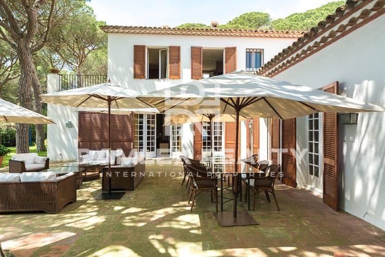 Maison / Villa avec 5 chambres, terrain 4500m2, a vendre á Premia de Dalt, Côte Nord de Barcelone