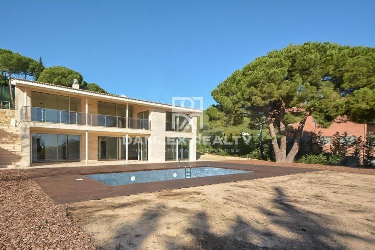 Nouvelle villa moderne sur la côte de Barcelone