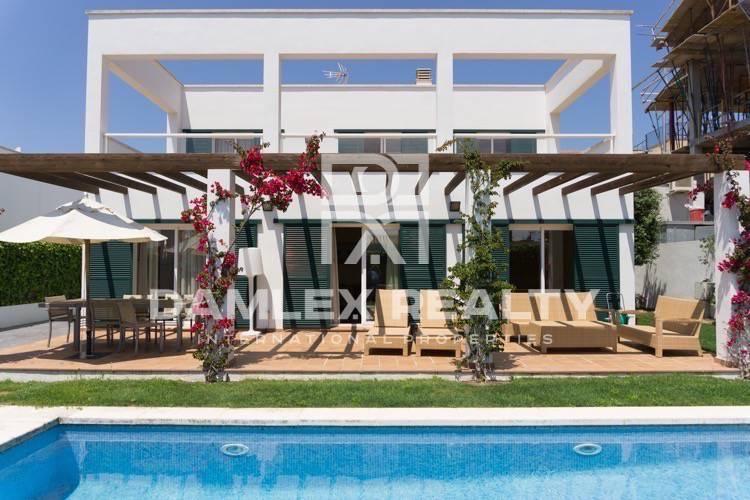 "Maison / Villa avec 4 chambres, terrain 428m2, a vendre á Sant Feliu de Guixols / S""Agaro, Costa Brava"