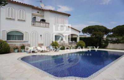 """Maison / Villa avec 5 chambres, terrain m2, a vendre á Platja d""""Aro, Costa Brava"""