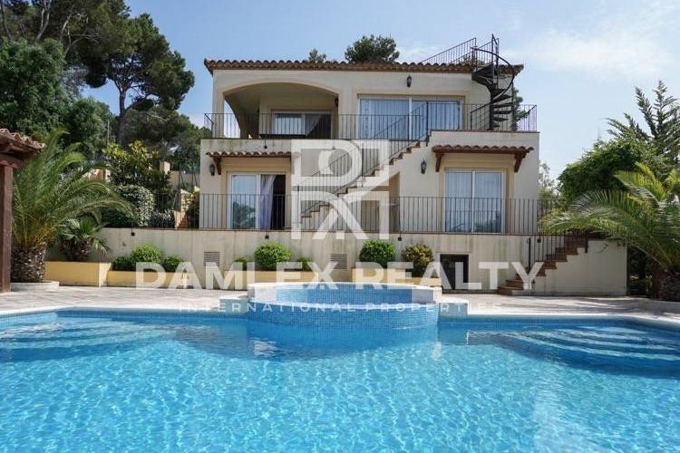 Maison / Villa avec 4 chambres, terrain 1015m2, a vendre á Calonge, Costa Brava