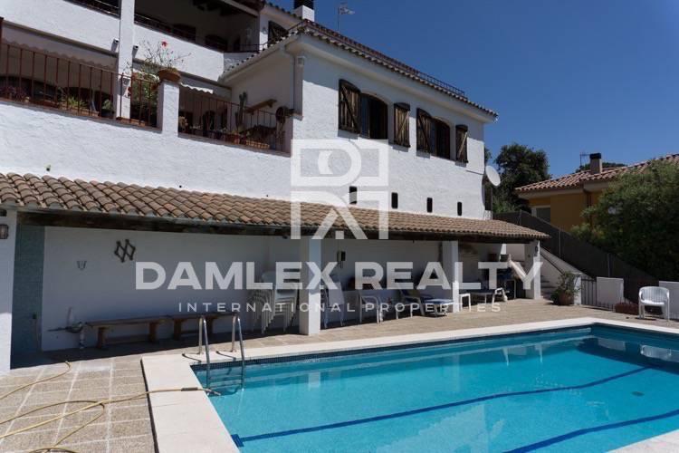 Maison / Villa avec 5 chambres, terrain 1000m2, a vendre á Alella, Côte Nord de Barcelone