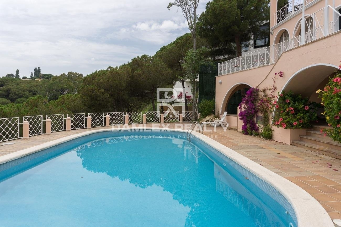 Maison / Villa avec 5 chambres, terrain 1200m2, a vendre á Blanes, Costa Brava