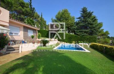 Maison / Villa avec 3 chambres, terrain 900m2, a vendre á Blanes, Costa Brava