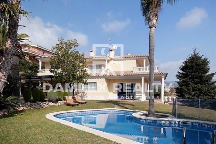 Maison / Villa avec 5 chambres, terrain 1000m2, a vendre á Premia de Dalt, Côte Nord de Barcelone