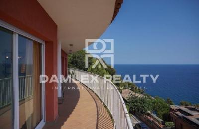 Maison / Villa avec 4 chambres, terrain 1162m2, a vendre á Blanes, Costa Brava