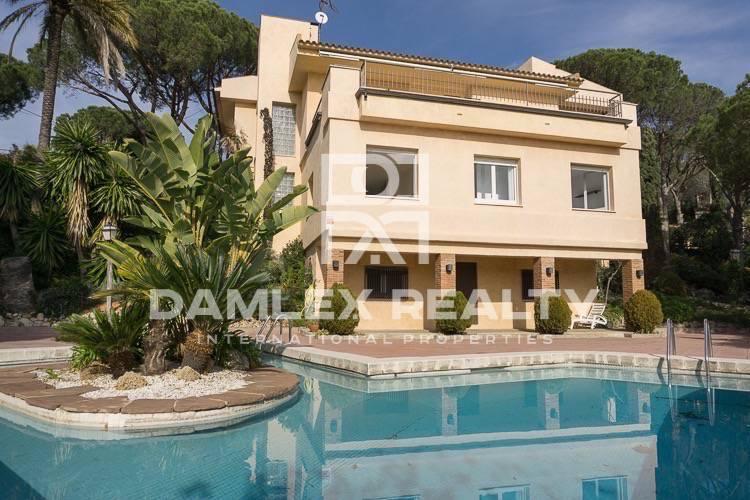 Maison / Villa avec 5 chambres, terrain 2800m2, a vendre á Cabrils, Côte Nord de Barcelone