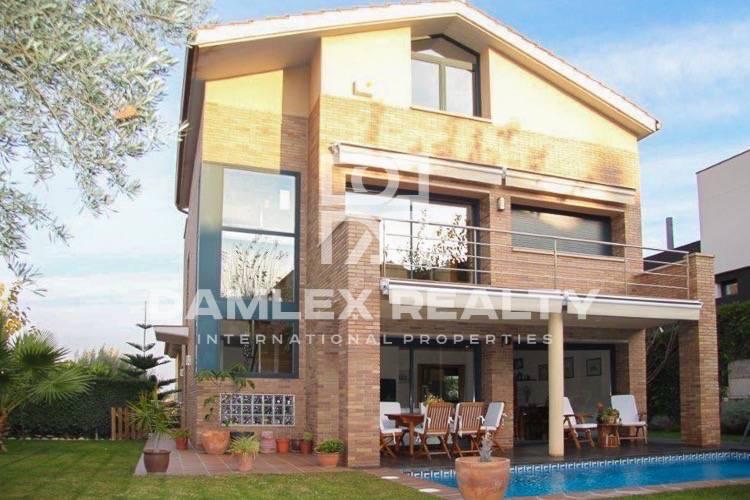 Maison / Villa avec 5 chambres, terrain 500m2, a vendre á Alella, Côte Nord de Barcelone