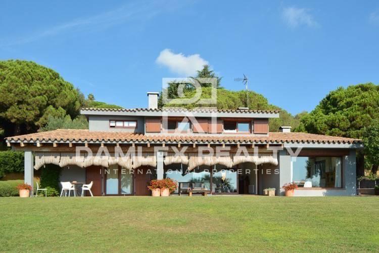 Maison / Villa avec 5 chambres, terrain 2000m2, a vendre á Cabrera de Mar, Côte Nord de Barcelone