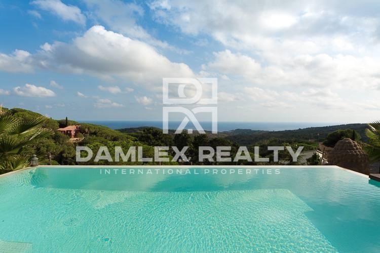 Maison / Villa avec 4 chambres, terrain 1143m2, a vendre á Arenys de Munt, Côte Nord de Barcelone