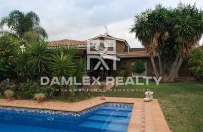 Maison / Villa avec 5 chambres, terrain 800m2, a vendre á Cabrils, Côte Nord de Barcelone