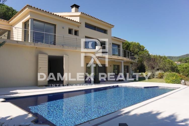 Maison / Villa avec 5 chambres, terrain 2000m2, a vendre á Sant Andreu de Llavaneres, Côte Nord de Barcelone