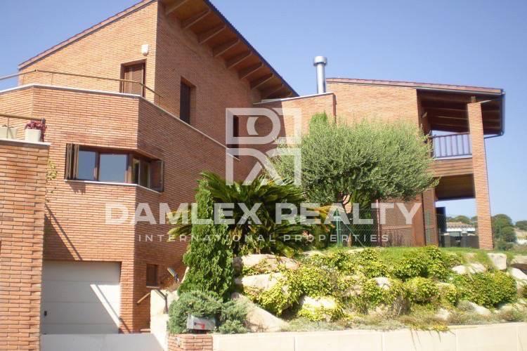 Maison / Villa avec 4 chambres, terrain 700m2, a vendre á Alella, Côte Nord de Barcelone
