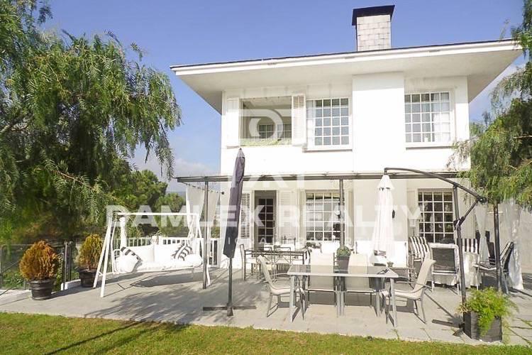 Maison / Villa avec 6 chambres, terrain 1595m2, a vendre á Arenys de Munt, Côte Nord de Barcelone