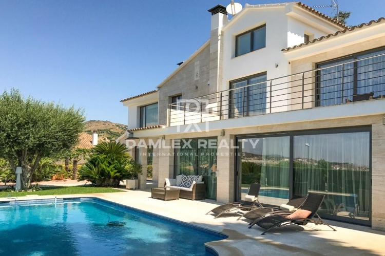 Maison / Villa avec 5 chambres, terrain 1100m2, a vendre á Alella / El Masnou / Teia, Côte Nord de Barcelone