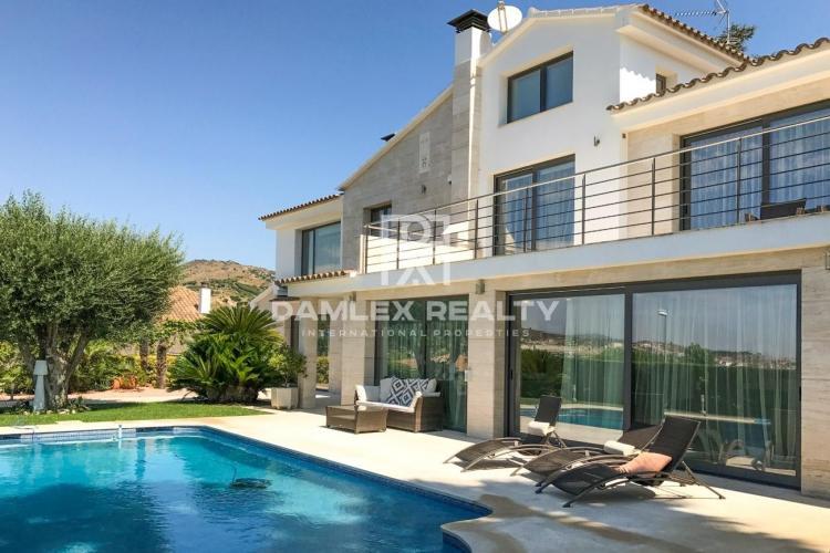 Maison / Villa avec 5 chambres, terrain 1100m2, a vendre á Alella, Côte Nord de Barcelone