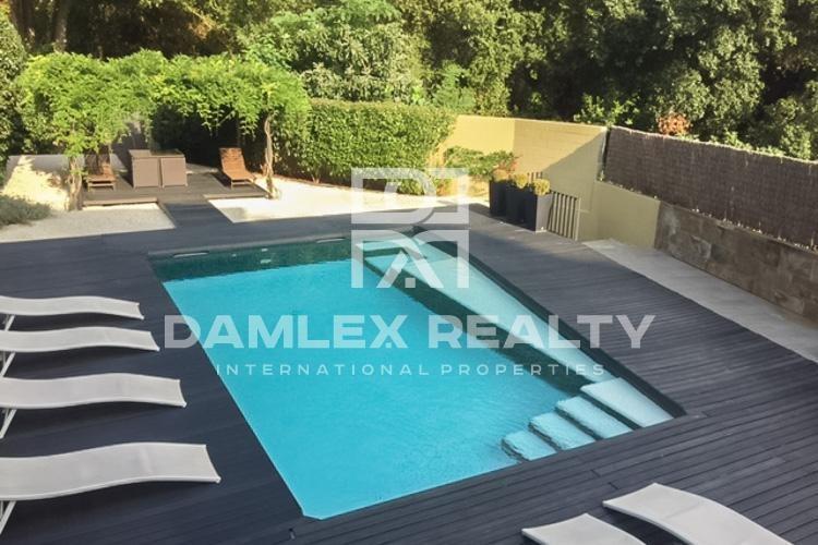 Maison / Villa avec 5 chambres, terrain 588m2, a vendre á Arenys de Munt, Côte Nord de Barcelone