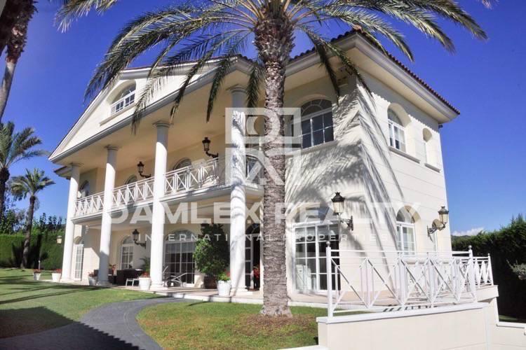 Maison / Villa avec 5 chambres, terrain 1300m2, a vendre á Alella, Côte Nord de Barcelone