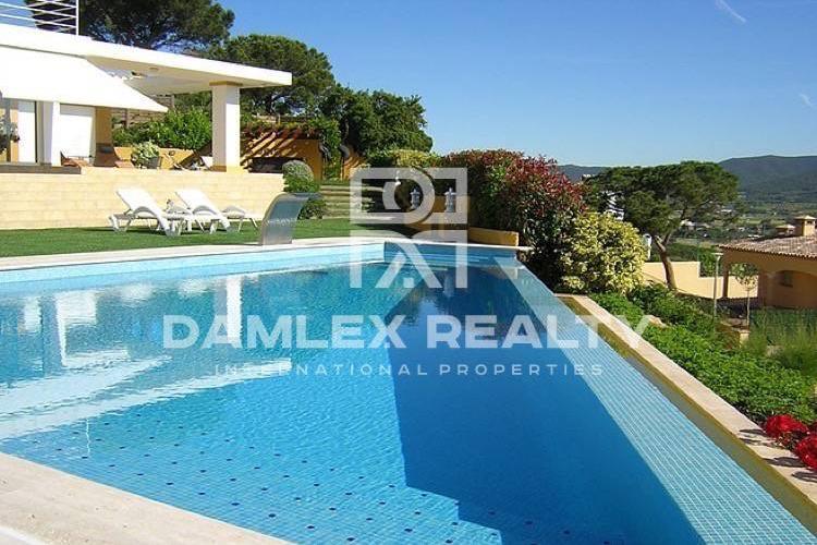 Maison / Villa avec 3 chambres, terrain 2000m2, a vendre á Calonge, Costa Brava