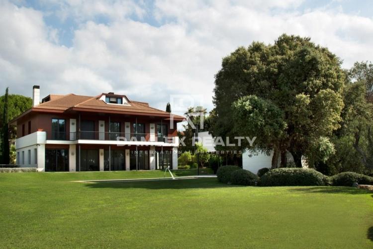 Maison / Villa avec 5 chambres, terrain 3178m2, a vendre á Alella, Côte Nord de Barcelone