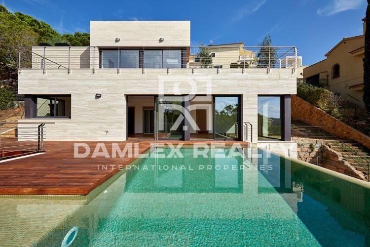 Maison / Villa avec 4 chambres, terrain 650m2, a vendre á Lloret de Mar, Costa Brava