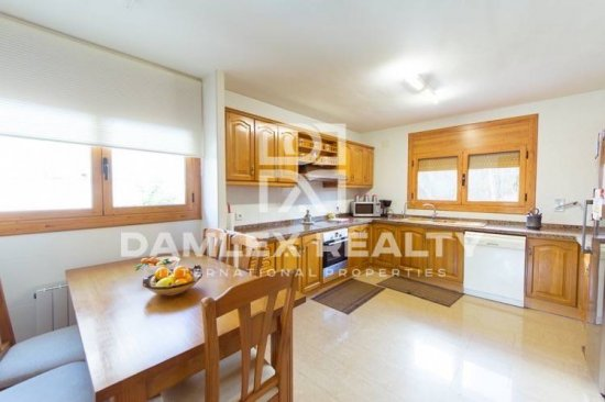 Maison / Villa avec 4 chambres, terrain 500m2, a vendre á Premia de Dalt, Côte Nord de Barcelone