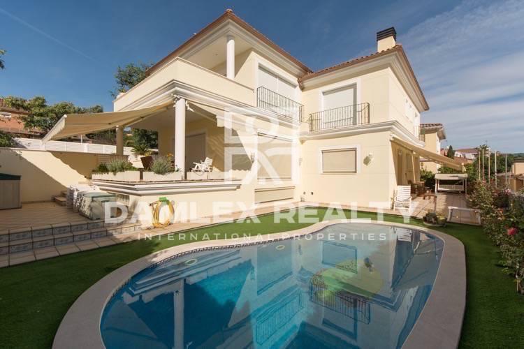 Maison / Villa avec 4 chambres, terrain 530m2, a vendre á Premia de Dalt, Côte Nord de Barcelone