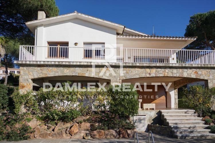 Maison / Villa avec 7 chambres, terrain 1252m2, a vendre á Vilassar de Dalt, Côte Nord de Barcelone