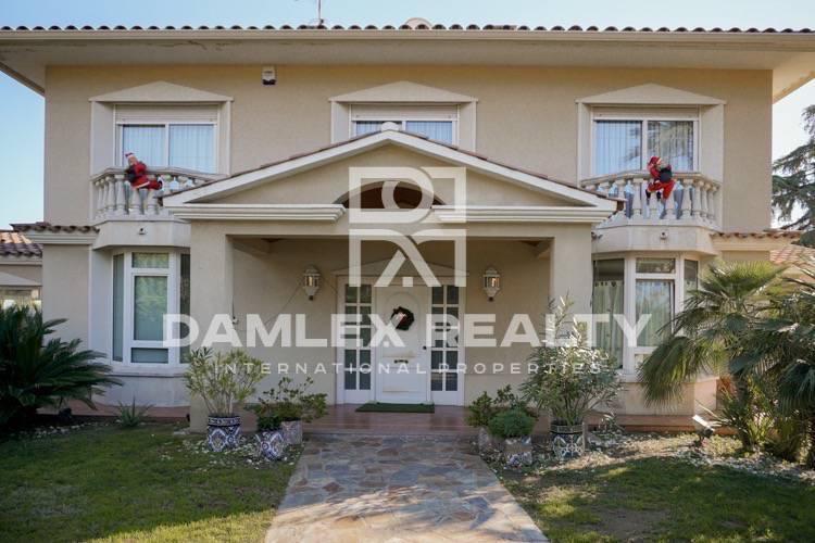 Maison / Villa avec 8 chambres, terrain 2000m2, a vendre á Vilassar de Dalt, Côte Nord de Barcelone