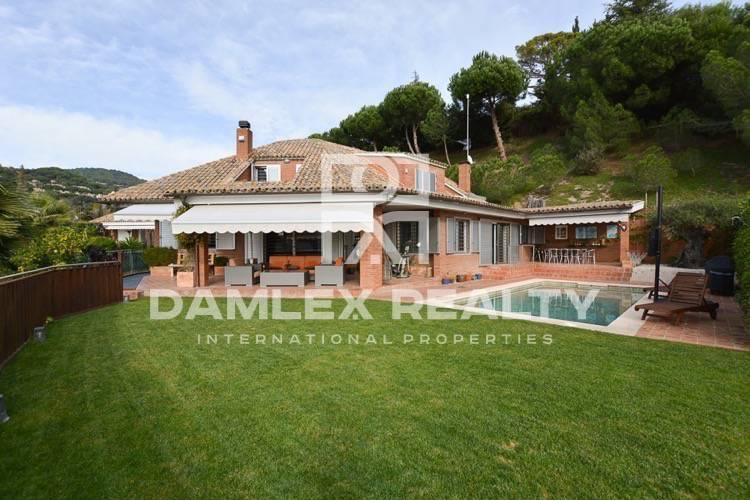 Maison / Villa avec 5 chambres, terrain 1000m2, a vendre á San Vicente de Montalt, Côte Nord de Barcelone