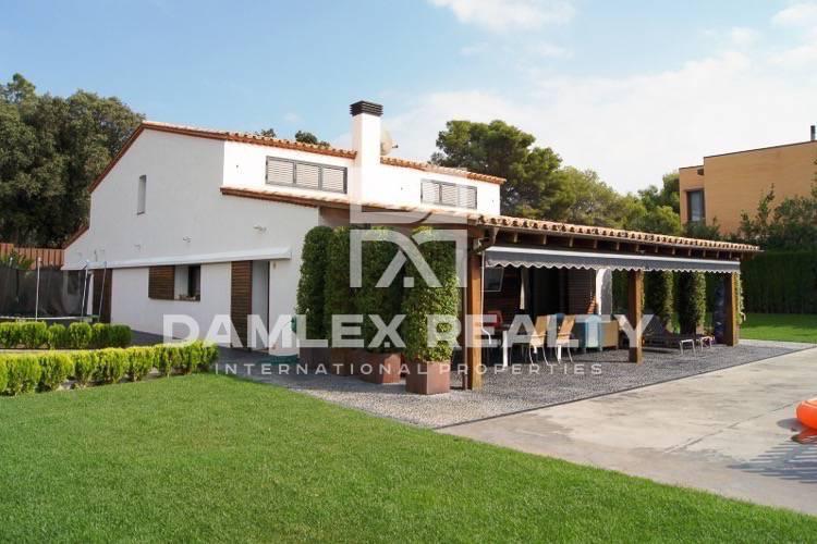 Maison / Villa avec 4 chambres, terrain 1500m2, a vendre á San Vicente de Montalt, Côte Nord de Barcelone