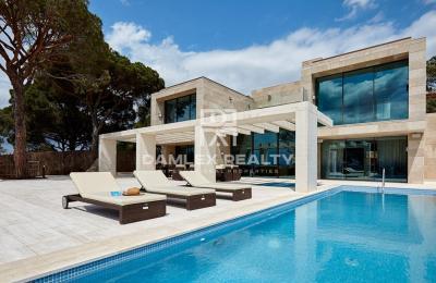 Maison / Villa avec 6 chambres, terrain 1433m2, a vendre á Lloret de Mar, Costa Brava