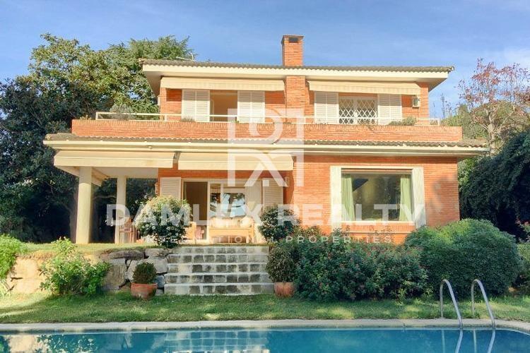 Maison / Villa avec 4 chambres, terrain 900m2, a vendre á Sant Andreu de Llavaneres, Côte Nord de Barcelone