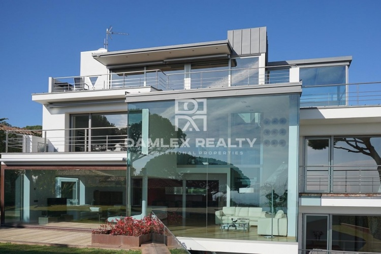 Maison / Villa avec 6 chambres, terrain 1584m2, a vendre á Vilassar de Dalt, Côte Nord de Barcelone