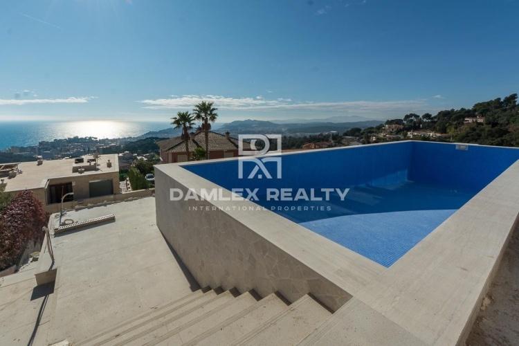 Villa contemporaine de nouvelle construction  avec vue mer à 5 minutes du centre ville
