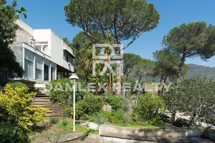 Maison / Villa avec 6 chambres, terrain 2151m2, a vendre á Premia de Dalt, Côte Nord de Barcelone