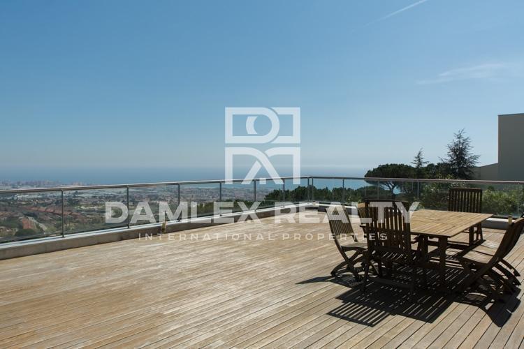Maison / Villa avec 4 chambres, terrain 1050m2, a vendre á Premia de Dalt, Côte Nord de Barcelone