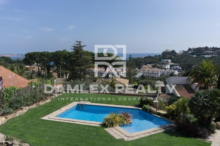 Maison / Villa avec 5 chambres, terrain 1123m2, a vendre á Calonge, Costa Brava