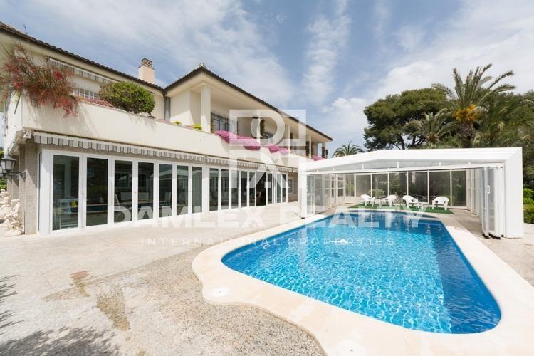 Maison / Villa avec 5 chambres, terrain 2456m2, a vendre á Sitges, Côte sud de Barcelone