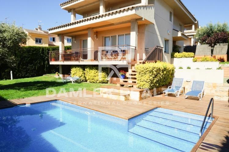Maison / Villa avec 6 chambres, terrain 500m2, a vendre á Alella, Côte Nord de Barcelone
