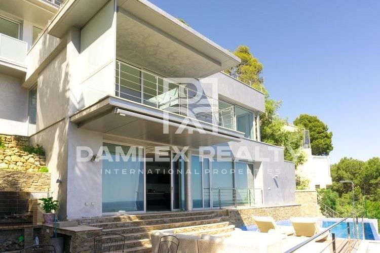 Maison / Villa avec 4 chambres, terrain 1000m2, a vendre á Tamariu / Begur / Pals, Costa Brava