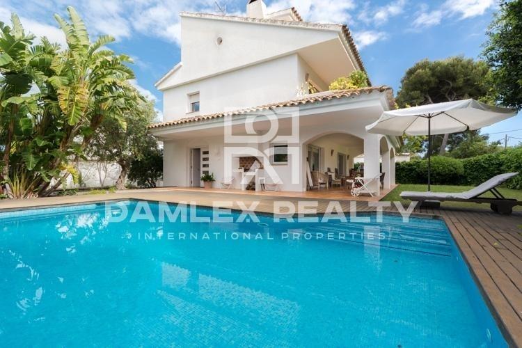 Maison / Villa avec 5 chambres, terrain 635m2, a vendre á Sitges, Côte sud de Barcelone