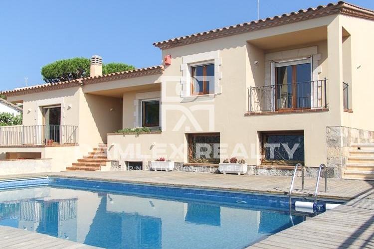 Maison / Villa avec 5 chambres, terrain 1000m2, a vendre á Sant Feliu de Guixols, Costa Brava