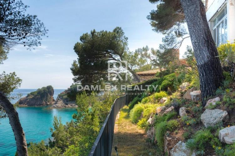 Maison / Villa avec 4 chambres, terrain 1400m2, a vendre á Blanes, Costa Brava